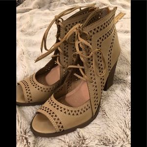 Bootie Heel With Design Tan & Brown